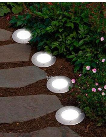 Садовый участок с освещением